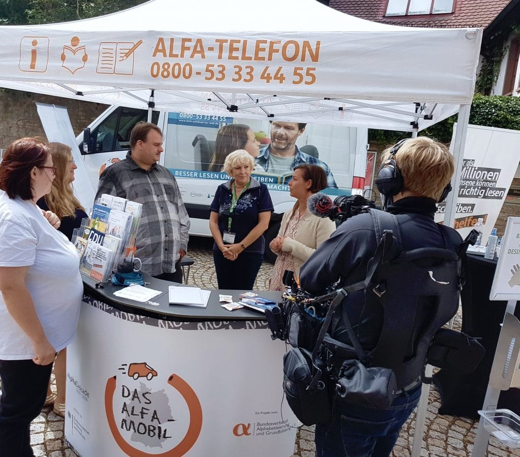 Medienarbeit am ALFA Mobil Stand